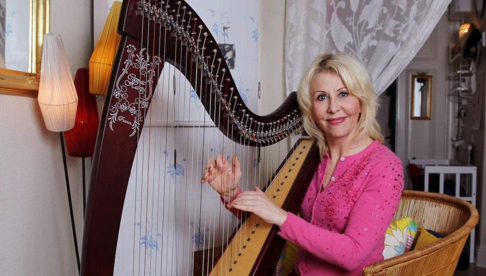 <p>En egen harpa. När Pia och hennes klasskompisar fick önska vilket instrument de skulle spela i kommunala musikskolan i Umeå skrev Pia harpa. Det blev inga harpalektioner då – men som vuxen köpte hon en harpa.</p>