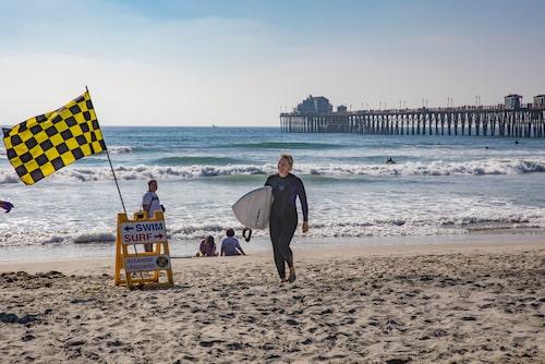 På Oceanside Beach och Pier tycks alla ha fokus på havet.