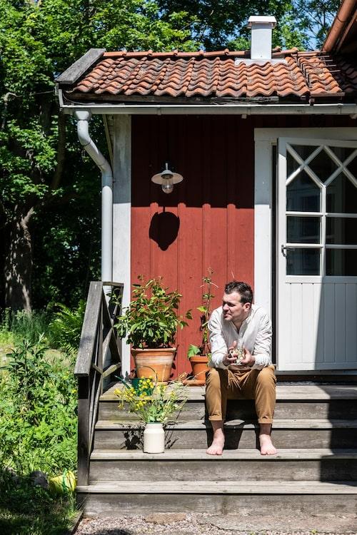 Andreas njuter av livet i torpet - det var precis det här han hade längtat efter.