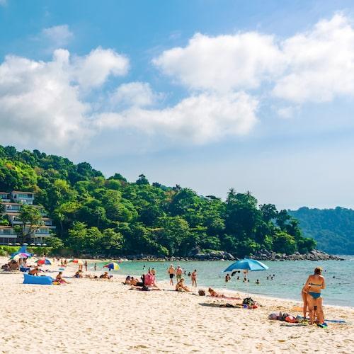 Lugnare strand där du ändå har nära till Phukets fart och fläkt.