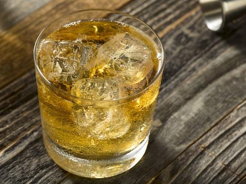 Scotch & Soda är en enkel två-ingrediens klassiker på whisky och sodavatten
