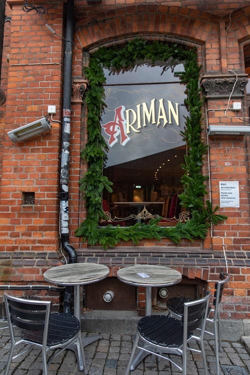 Det fina gamla huset som Café Ariman ligger i byggdes 1887 som Hotel Central.