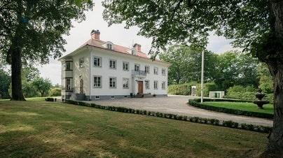 Herrgården Stora Lundby köptes av paret 2016.