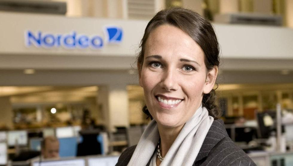 Annika Winsth är chefsekonom på Nordea förklarar att en minusränta innebär att bankerna måste betala för att ha pengarna i Riksbanken. Tanken är att det ska få bankerna att låna ut sina pengar i stället, för att få fart på ekonomin.