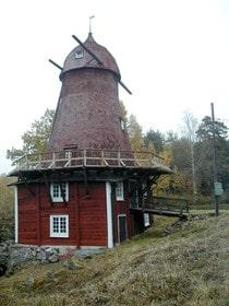 """I """"Sommar med Ernst"""" har tv-profilen bland annat renoverat en gammal kvarn i Kånsta By."""
