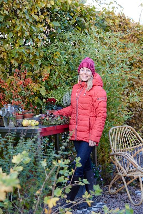 """""""Att jobba med rätt belysning gör att vi kan njuta av trädgården från vardagsrummet på kvällen"""", säger Anna Karlberg, landskapsarkitekt och trädgårdsbloggare."""