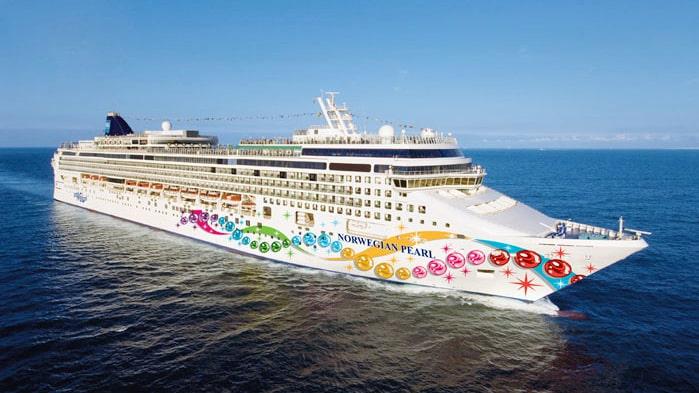 I augusti förvandlas Norwegian Pearl till nattklubb.