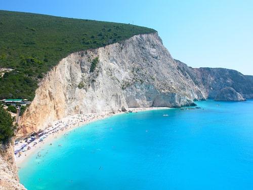 Stranden Porto Katsiki har en kritvit stenstrand och turkost vatten och finns på grekiska Lefkas.