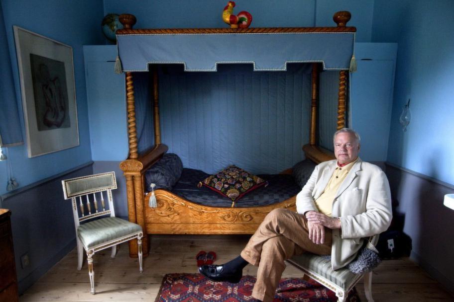 """GÄSTRUMMET. """"Det är Oscar I:s säng. Han tillverkade två barn i den tillsammans sin älskarinna Emelie Högquist""""."""