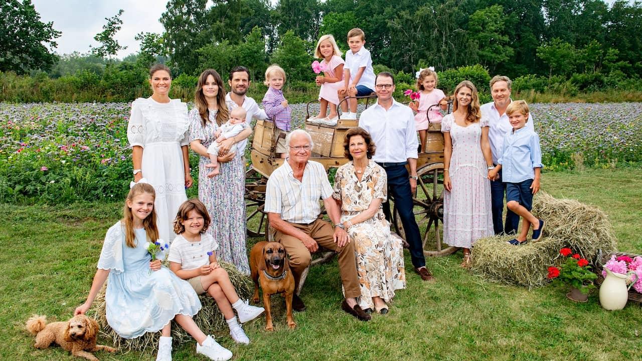 Här återförenas kungafamiljen – nya unika bilden på kungligheterna väcker starka reaktioner