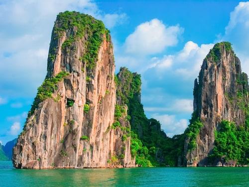 Halong Bay är en av Vietnams största turistattraktioner.