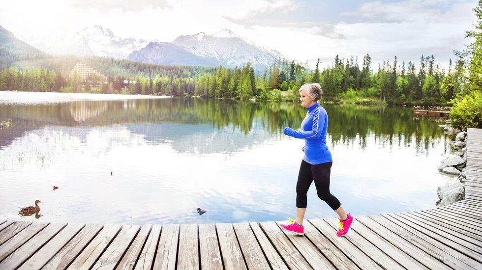 Regelbundna turer i löpspåret, pass på gymmet eller bara raska promenader uppför trappan kan göra hjärtat flera år yngre.