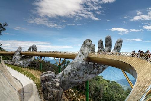 Gyllene bron har snabbt blivit en av Vietnams stora turistattraktioner.