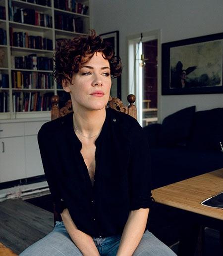 Linnea Swärd är konstnär, fotograf och illustratör.