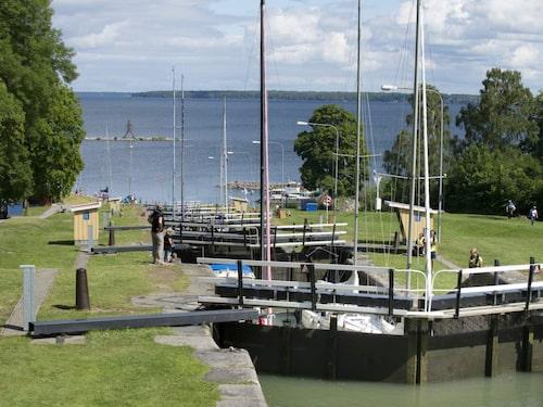 Vill man iaktta Lars Norén-semestrar på nära håll är Bergs slussar utanför Linköping att rekommendera.