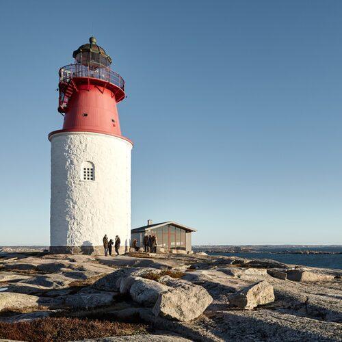 Hållö har Bohusläns äldsta fyr – som är öppen för besökare.