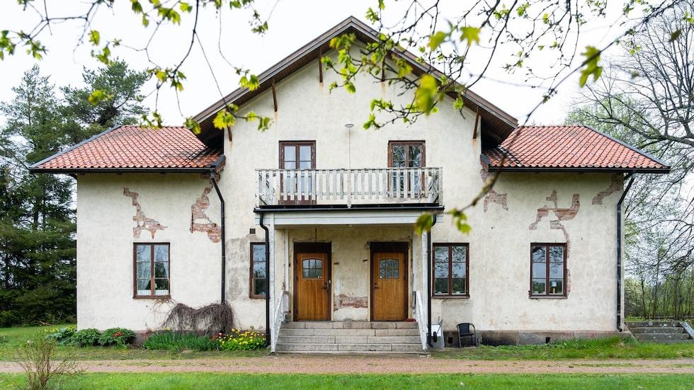 Stationshuset utanför Uppsala började byggas tidigt 1800-tal men blev färdigt först många år senare.