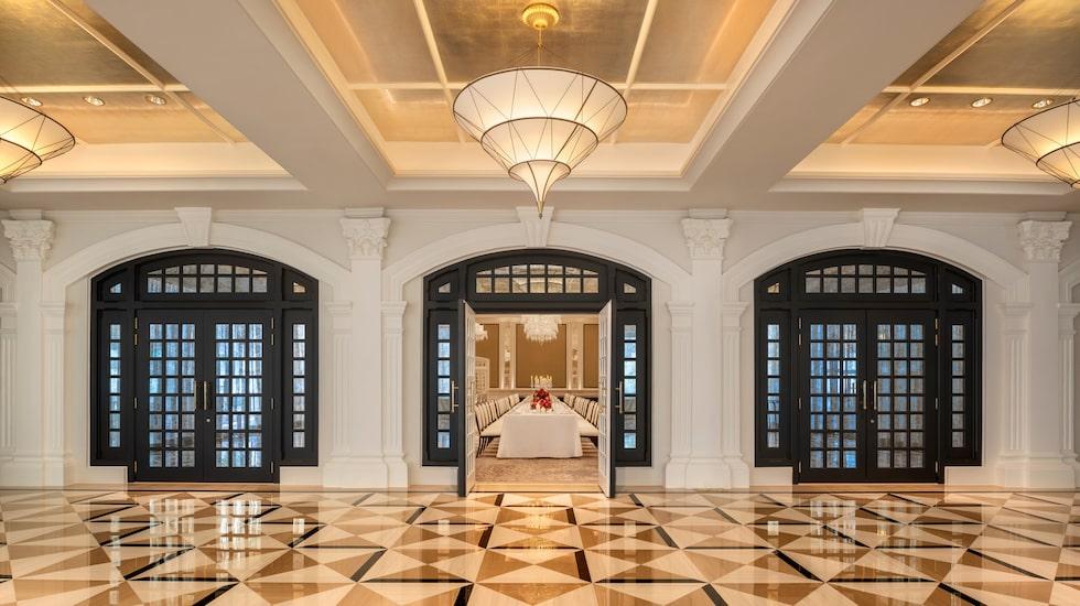 Välbonade golv på Raffles Hotel.