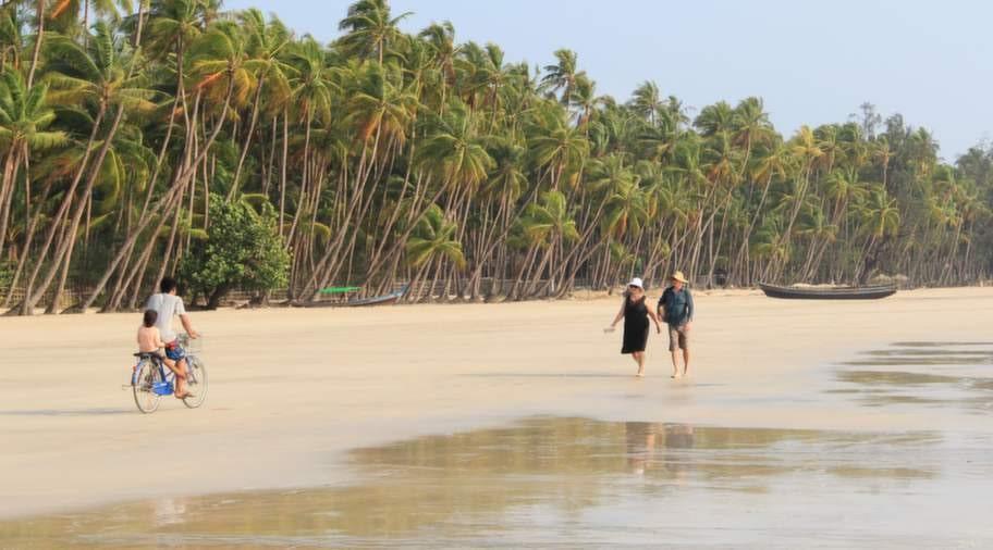Gott om plats på Ngapalis strand.