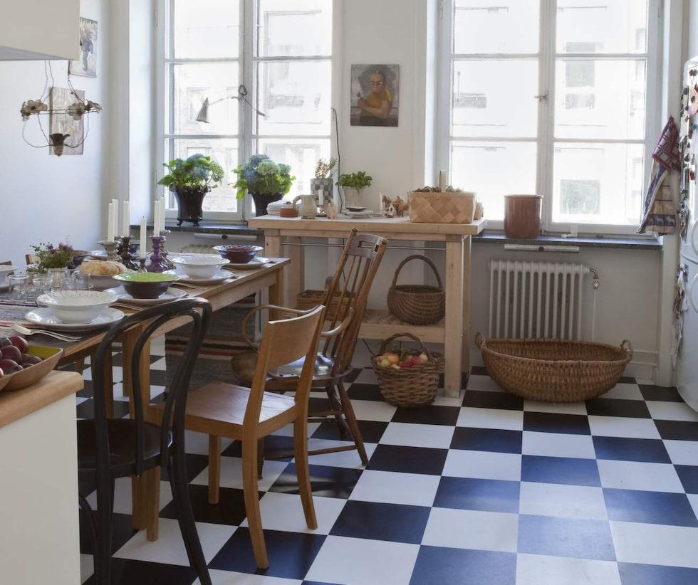 Laminatgolv är vanligt i kök, tack vare att det är ett mycket tåligt golv. Men det finns ändå bra skötselråd för golvet.