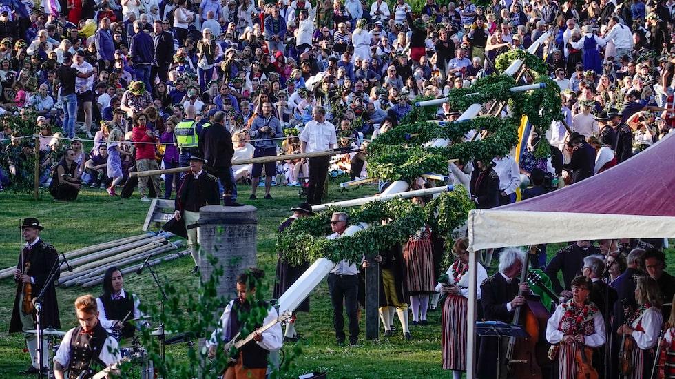 Midsommarfirandet i Leksand lockar 20 000-30 000 besökare varje år. I år är firandet inställt på grund av pandemin.