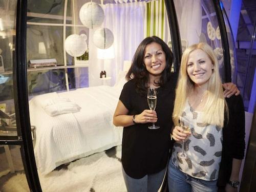 Anna och Sanna checka in för natten