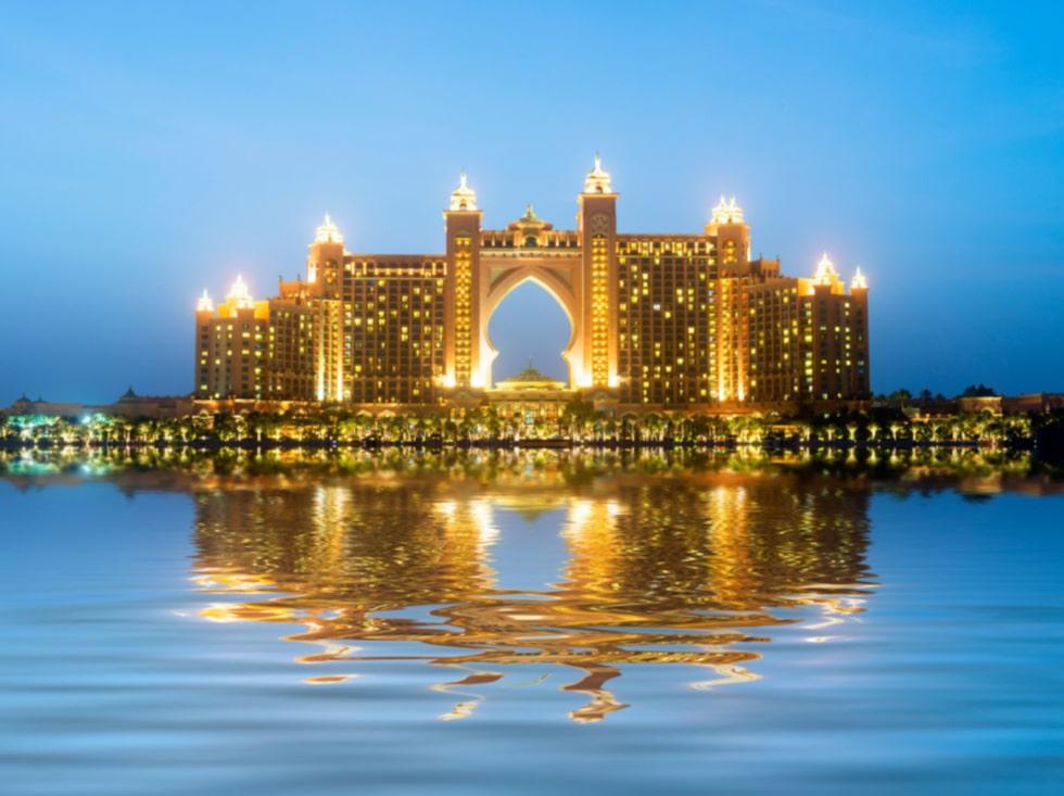 Atlantis hotell i Dubai ser ut så här – hur Oahus lyxhotell blir återstår att se.