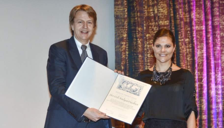 Sten Eirik Waelgaard Jacobsen fick Tobiaspriset för hans forskning om cellterapi vid blodrelaterade sjukdomar av kronprinsessan Victoria på bilden. Sveriges största enskilda forskarpris.