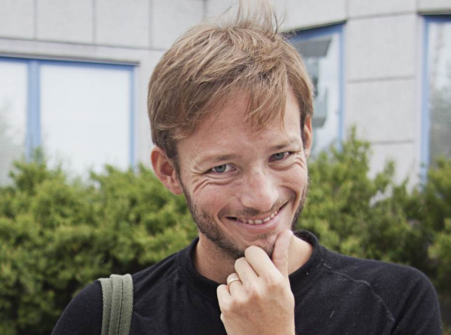 NICKLAS WALLBERG, 30, reklamare, Liljeholmen:- Det är enkelt och jag ser inte ut som 15 år. Jag skaffade skägg när jag pluggade i Australien för många år sedan. Jag ansar det lite snyggt när jag ska träffa arbetsgivare.