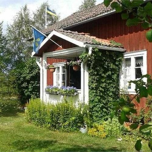 Charmigt torp i Dalarna för 450 000 kronor.