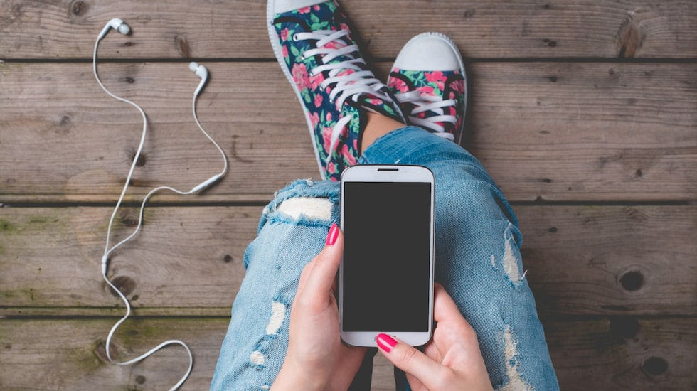 En ny studie visar att 35 procent av ungdomar som är 13–17 år hellre skickar ett sms framför att ses på riktigt.