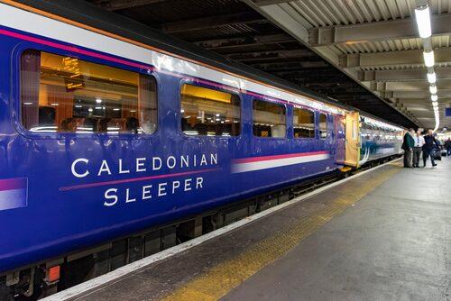 Tåget Caledonian Sleeper går från London Euston till Glasgow.