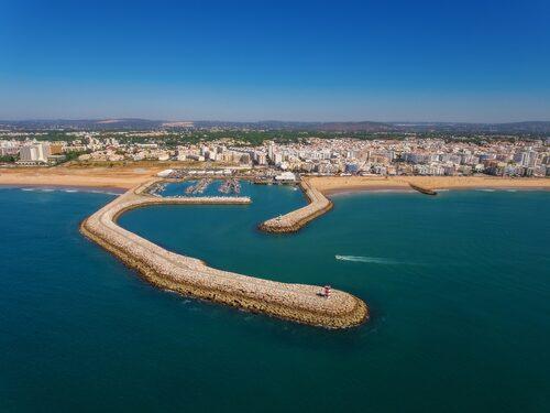 Inspelningarna gjordes i huvudsak på stränder och andra platser i och kring kuststäderna Faro och Quarteira.