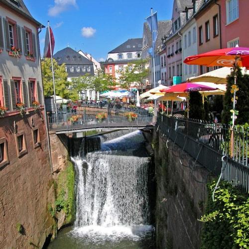 Saarburg ligger vid en av flodens Saars många krökar
