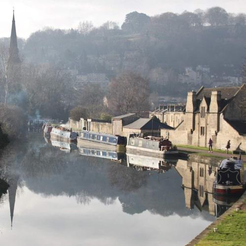 I mellersta England flyter en labyrint av kanaler.