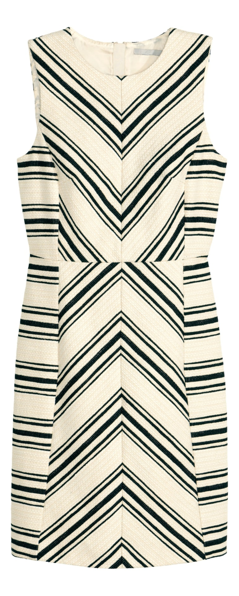Grafiskt. En ärmlös klänning i strukturvävd kvalitet med grafiskt mönster som ger en smaleffekt. Klänningen är figurnära och avskuren i midjan. Synlig dragkedja i ryggen. 399 kronor, Hm.com.