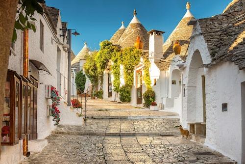 Alberobello består av över 1 500 cylindriska vitkalkade hus.