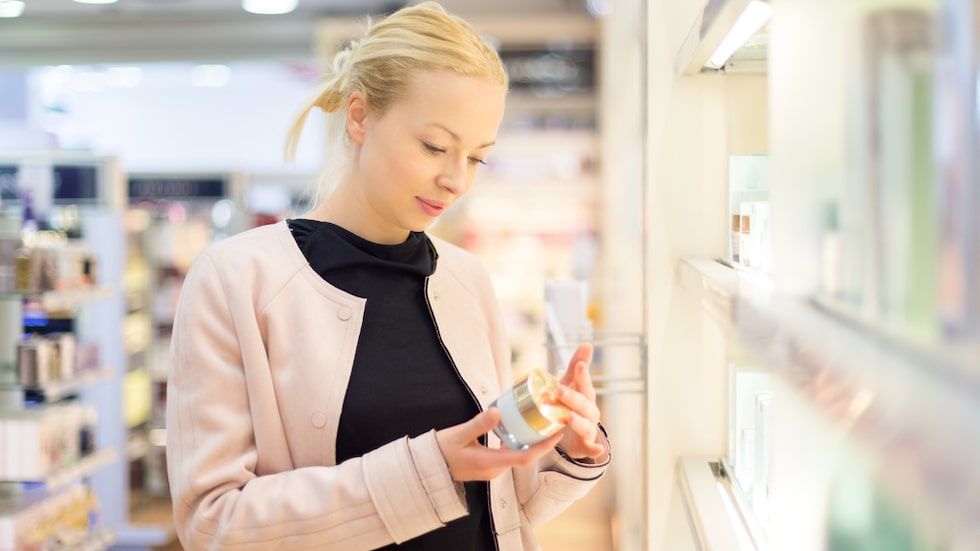 Parabener används som konserveringsmedel i smink och hudvård, men de senaste 15 åren har alarmerande rapporter fått många tillverkare att ta bort det ur sina produkter.