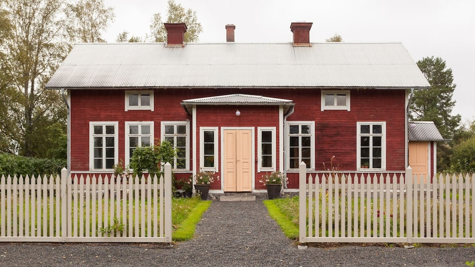 I Stora Skedvi i Dalarna ligger det här huset, en gammal skola från 1904.