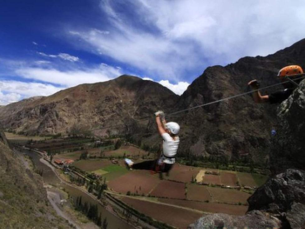 Avsluta visiten genom att åka zipline nerför berget.