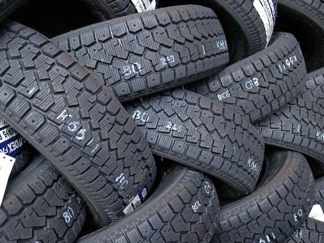 Så kallade Året Runt-däck är farliga enligt Sveriges Fordonsverkstäders förening som avråder från köp.