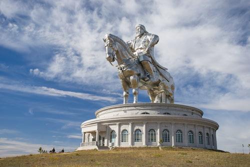 Statyn av den mongoliske härskaren Djingis Khan är världens största ryttarstaty.