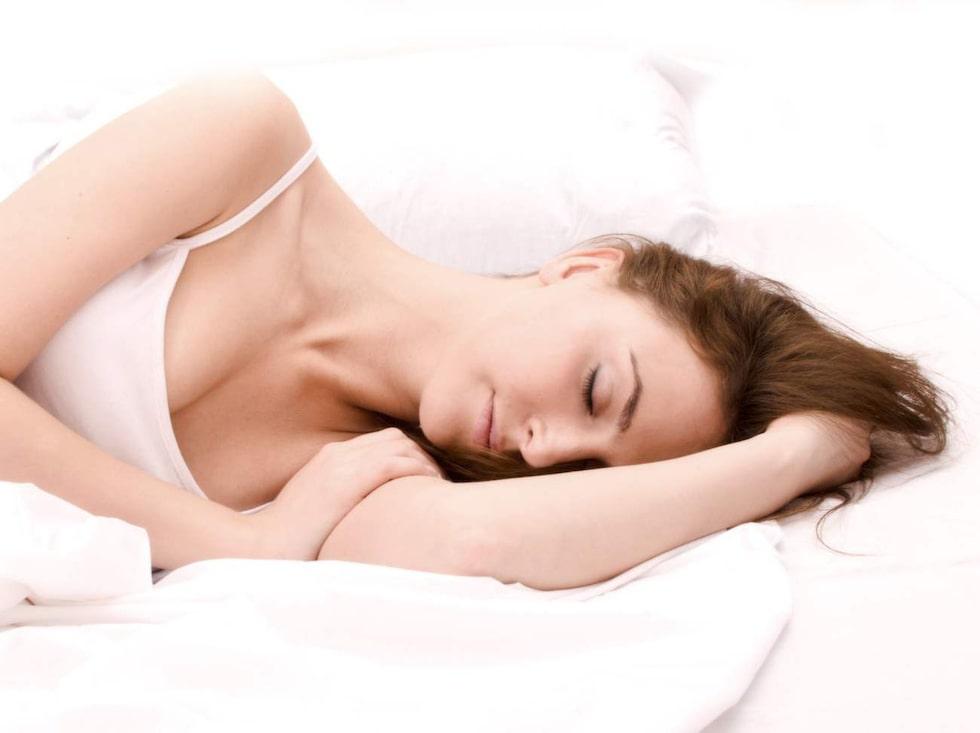 Skippa mobilen och datorn innan du ska gå och lägga dig så är chansen att du får en bättre sömn.
