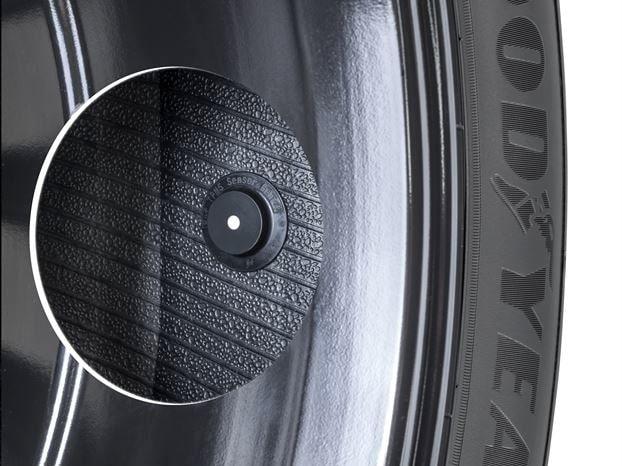 Här är däcket som aldrig håller käften.