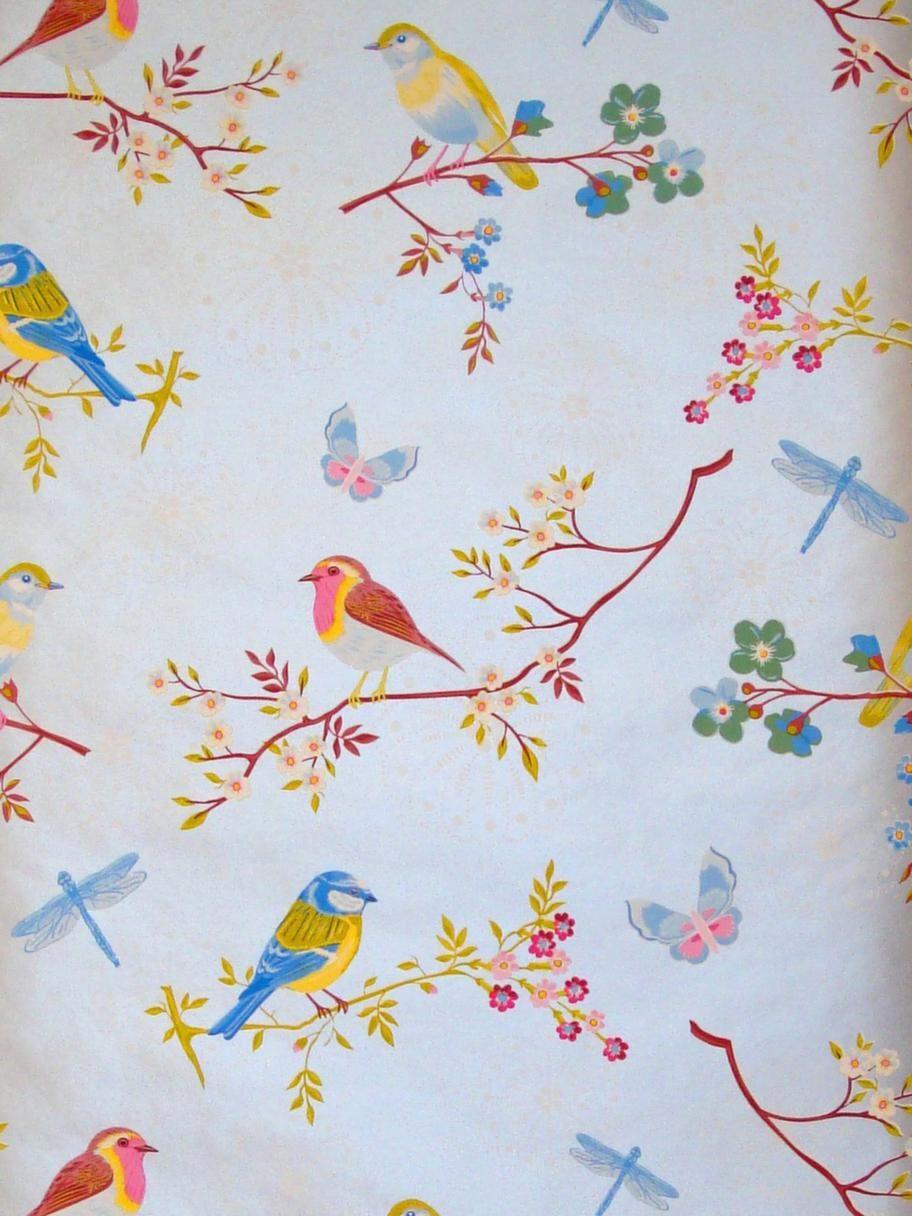 Med fåglar<br>Non wowen-tapet från Pip studio, Pip early bird silver Grey, 650 kronor/rulle, inreda.com.