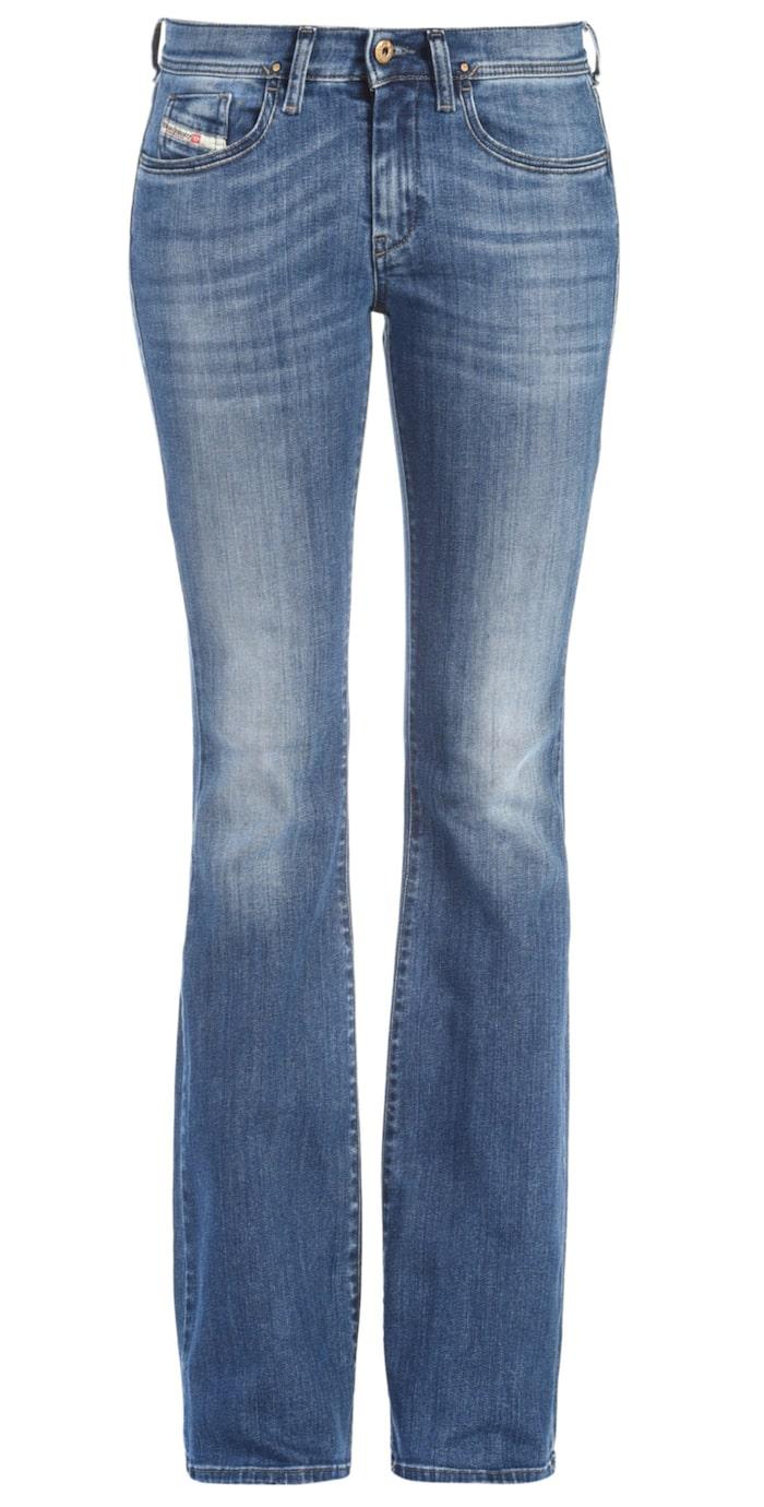 Low leeh bootcut, Diesel, Ca 1400 krEn av höstens snyggaste bootcut jeans i den perfekta mellanblå nyansen. Låg midja, tillverkade i stretchmaterial.