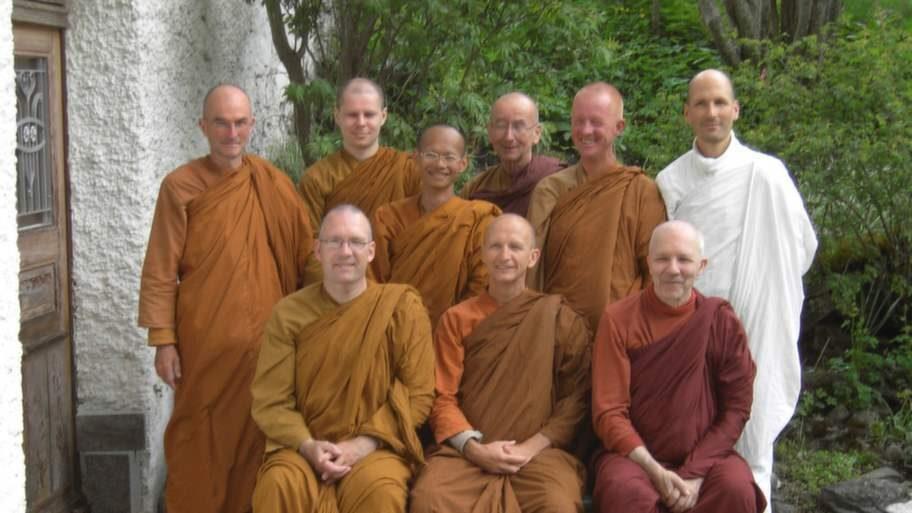Inrutat liv. Björn med munkarna på klostret Dhammapala i Schweiz.