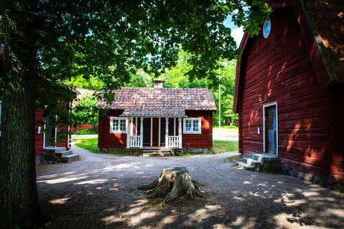 Julita Gård vid sjön Öljaren inte långt från Hjälmarens strand donerades till Nordiska museet 1944.