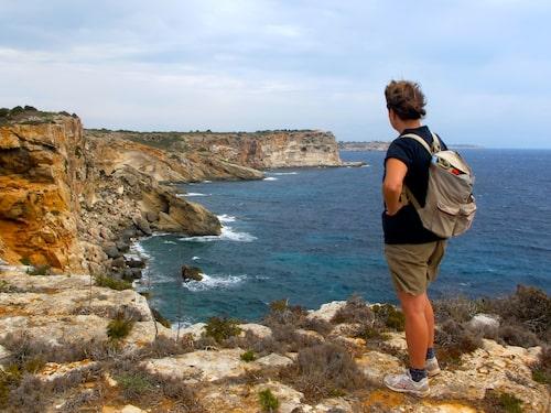 Att vandra på Mallorca har blivit otroligt populärt de senaste åren. Att gå utmed östra kusten är inte lika vanligt men tack vare vinden från havet är det den perfekta vandringen varma sommardagar.