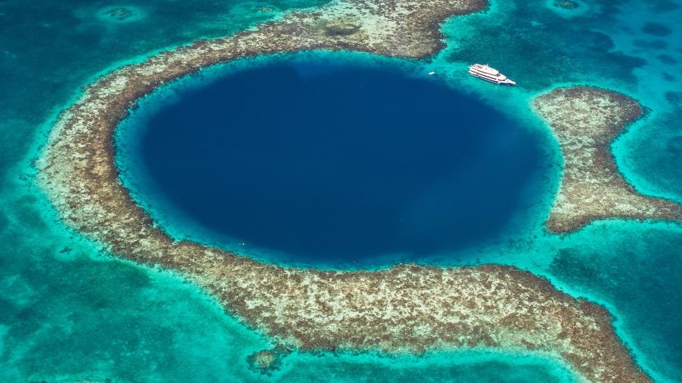 Korallblekning är ett av hoten mot Belizes barriärrev.